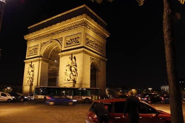 Arco do Triunfo, outro ponto turístico muito visitado em Paris