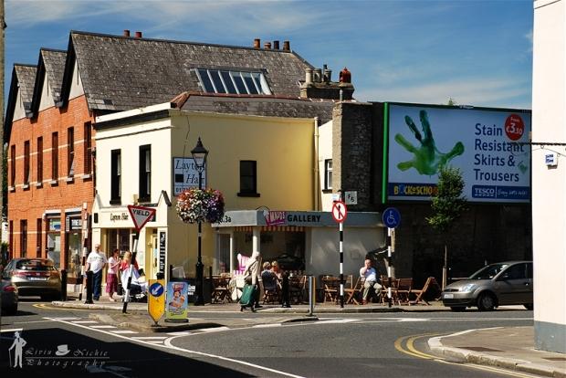 Tranquilidade e bucolismo esperam quem procura uma vida no subúrbio. Na foto, vila de Dalkey, na região Sul de Dublin.